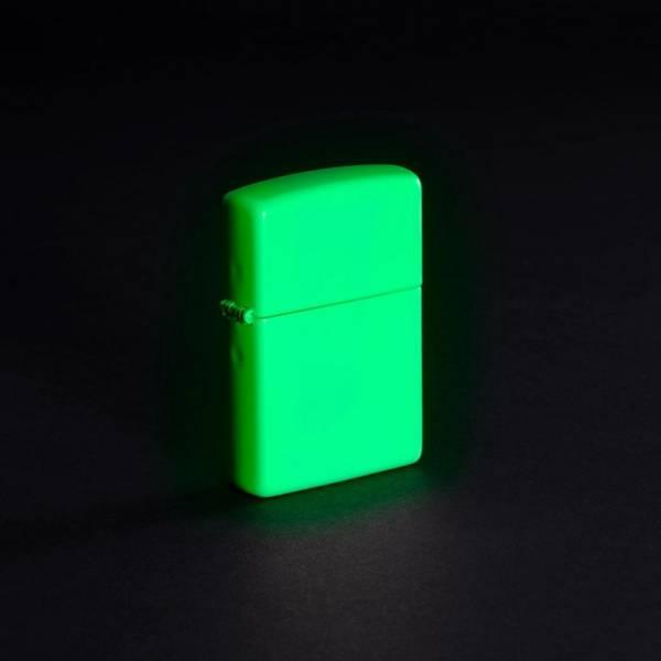 Bilde av Zippo - Klassisk Hvit Selvlysende Lighter